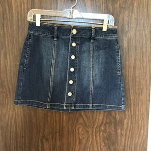 916984005f American Eagle Outfitters · NWT American Eagle Denim skirt w/ pockets size 2